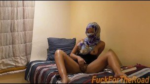 College Desi Cleans Dick with Hijab