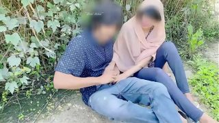 Hijab desi girl fucked in jungle with her boyfriend